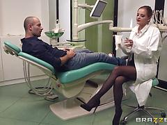 Leggy nurse deepthroats her patients dick and gives cunt for fucking