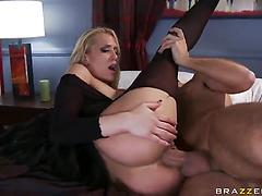 Pornstar wiht fake bubles gets anal destroyed with a huge dong