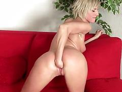 Skinny blonde babe with small tits fists her tight hole